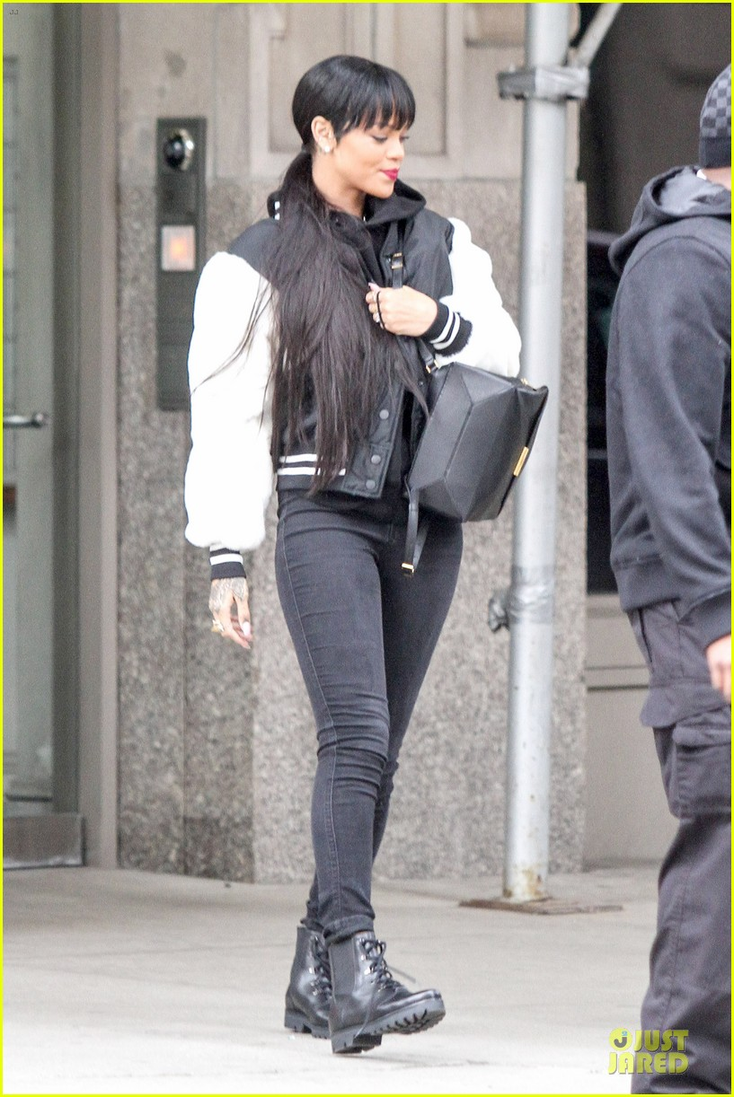 rihanna adds long hair extensions 203073588