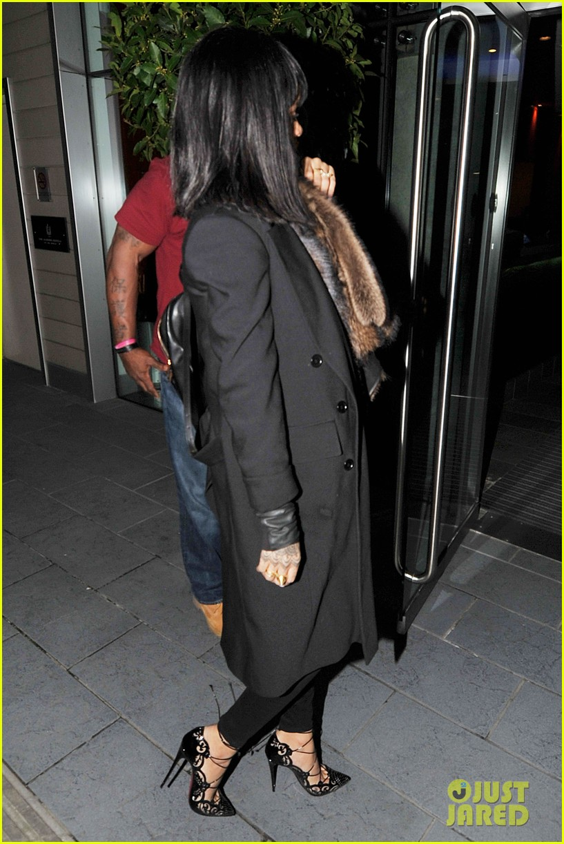 rihanna drake spotted holding hands on video 103070574