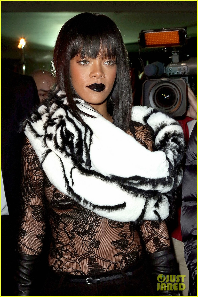 rihanna exposes her boob at jean paul gaultier show 023063165