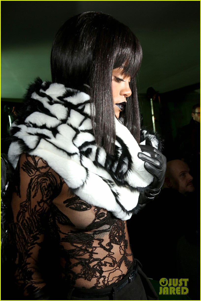 rihanna exposes her boob at jean paul gaultier show 143063177