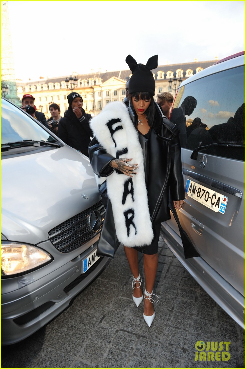 rihannas fur stole is covered in fear at paris fashion show 093063323