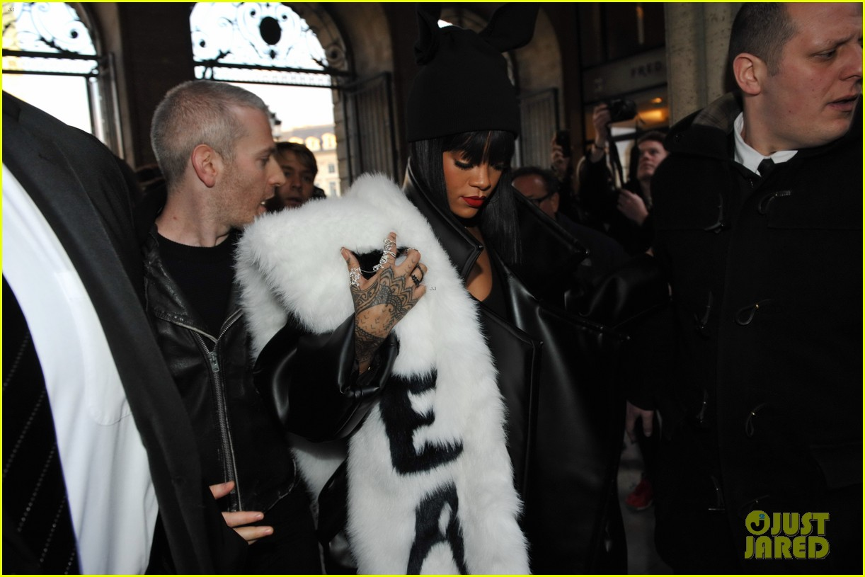 rihannas fur stole is covered in fear at paris fashion show 113063325
