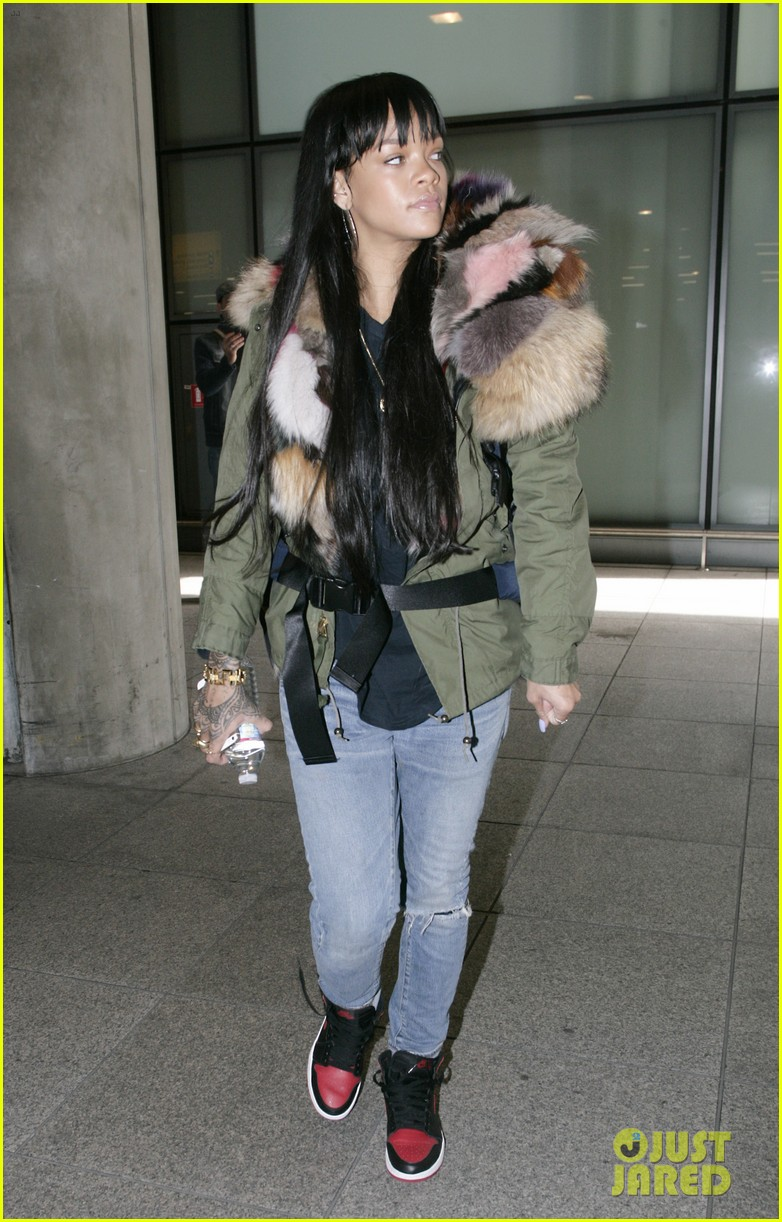 rihanna flies to london after using teen mom 013077630