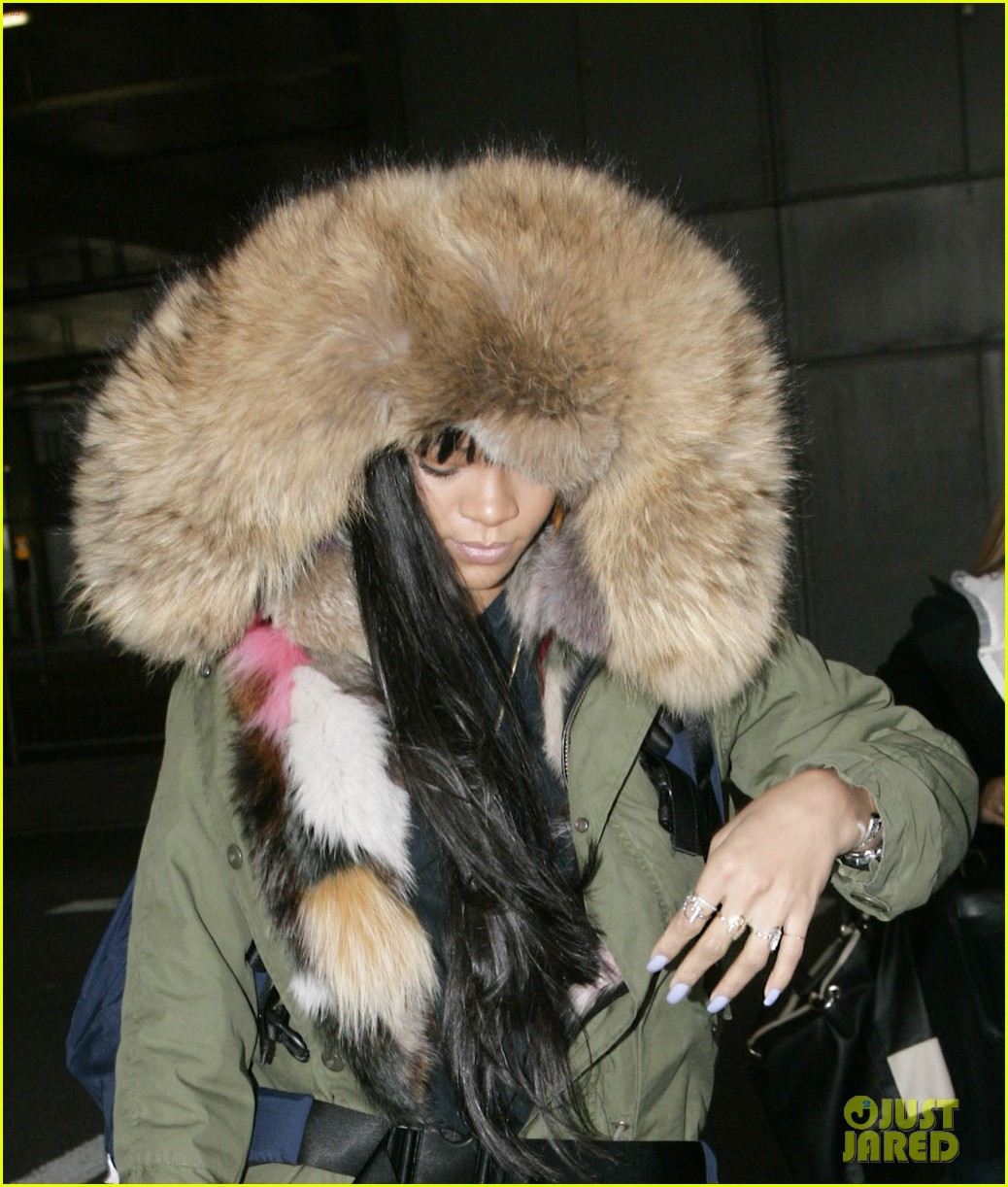 rihanna flies to london after using teen mom 023077631