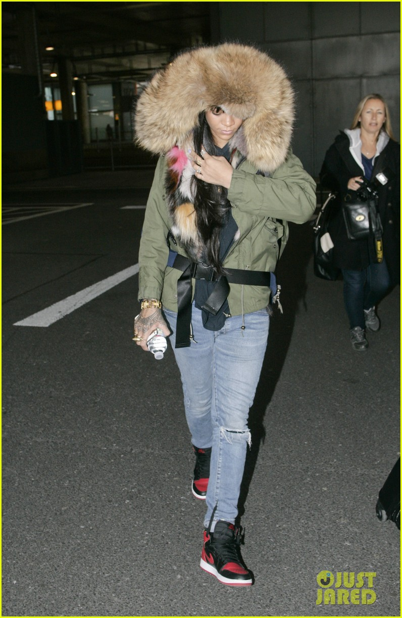 rihanna flies to london after using teen mom 073077636