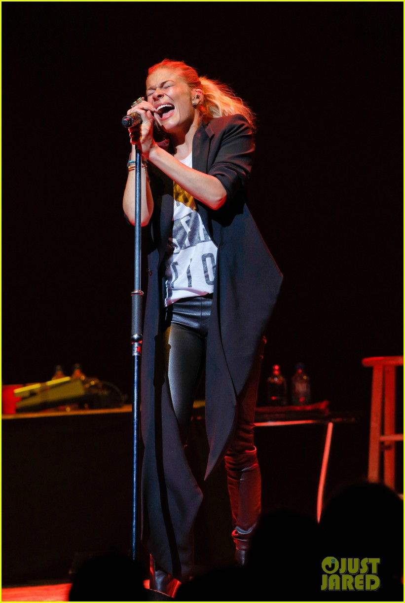 leann rimes jay popped out of place 053077241
