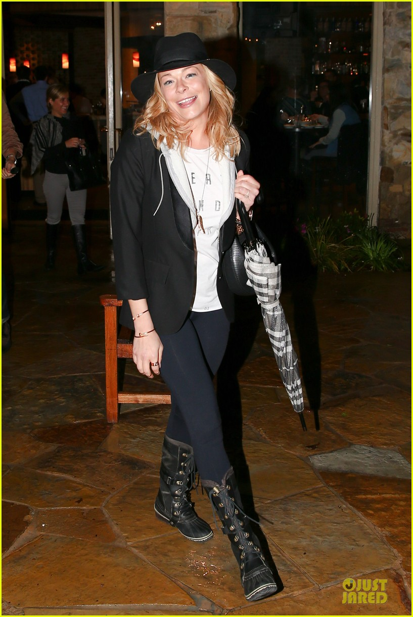 leann rimes fights rain storm with umbrella at tosconova restaurant 053062637