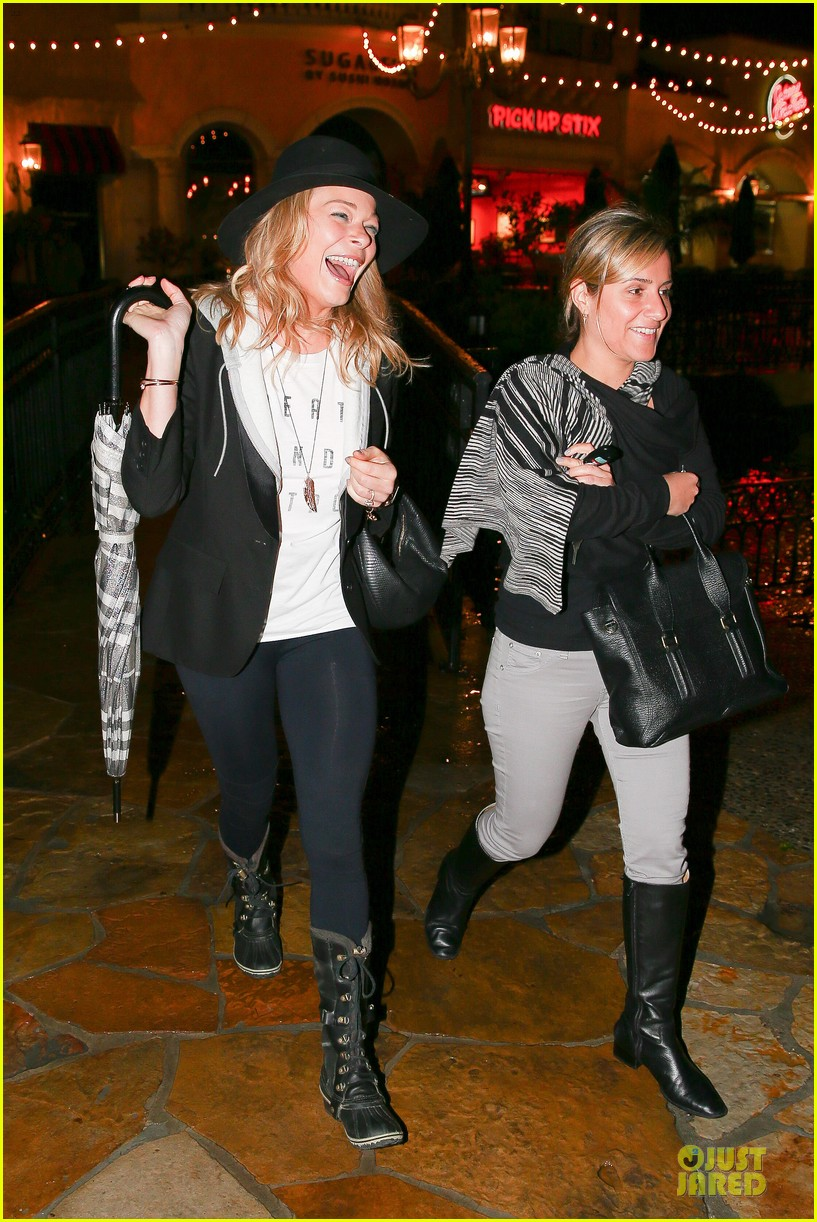 leann rimes fights rain storm with umbrella at tosconova restaurant 073062639