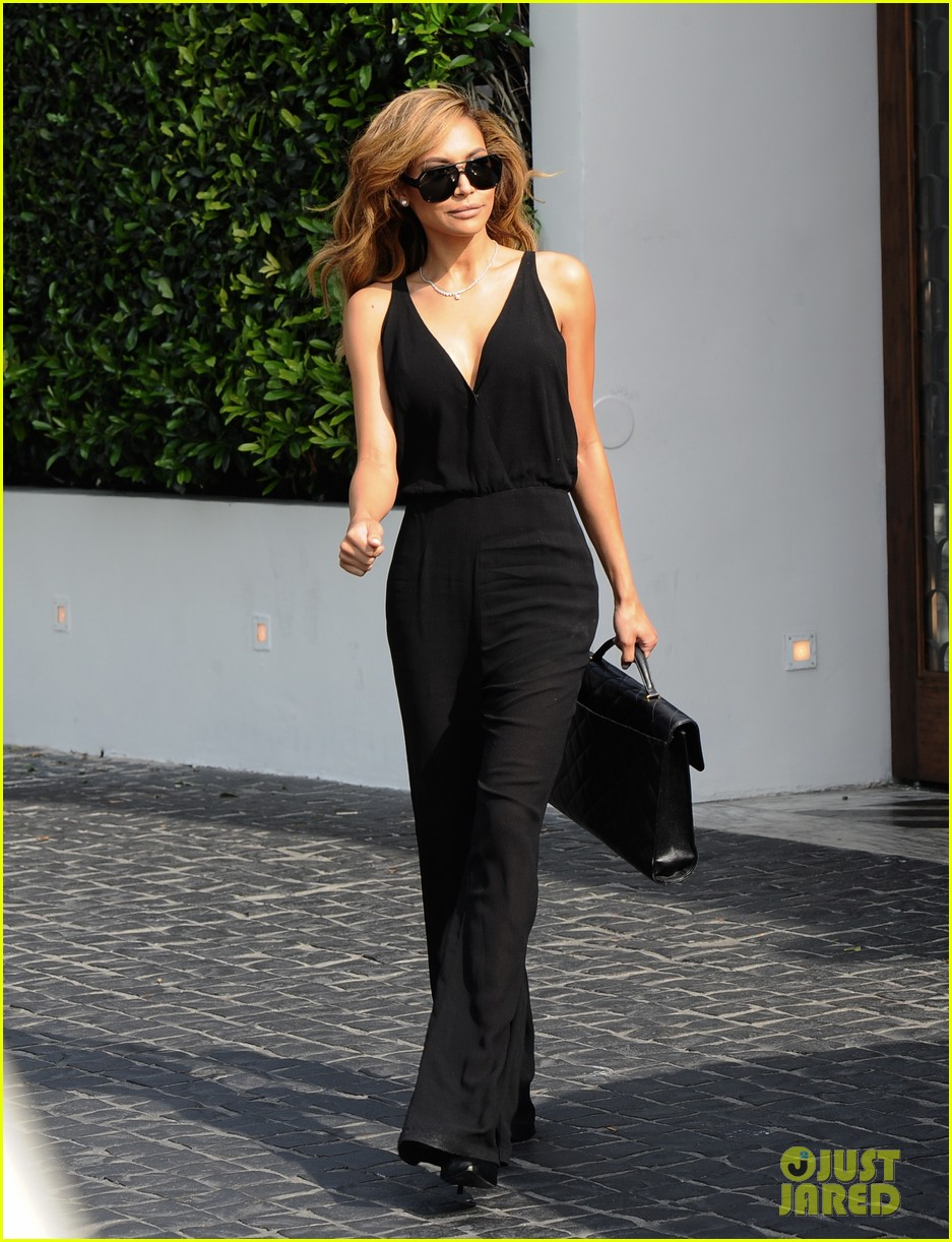 naya rivera ever so sexy in her black jumpsuit 033081683