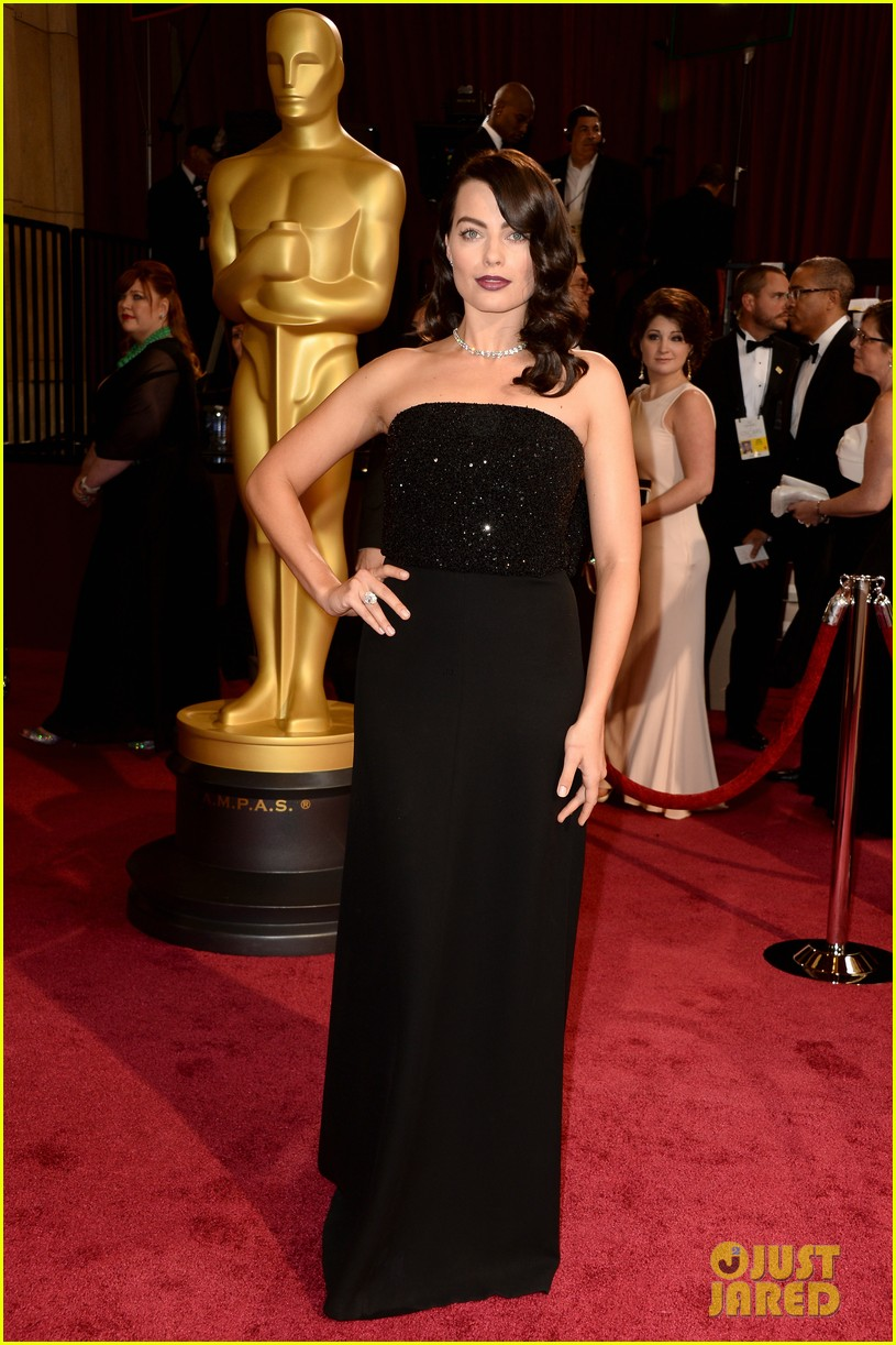 margot robbie debuts new brunette hair at oscars 2014 013064294