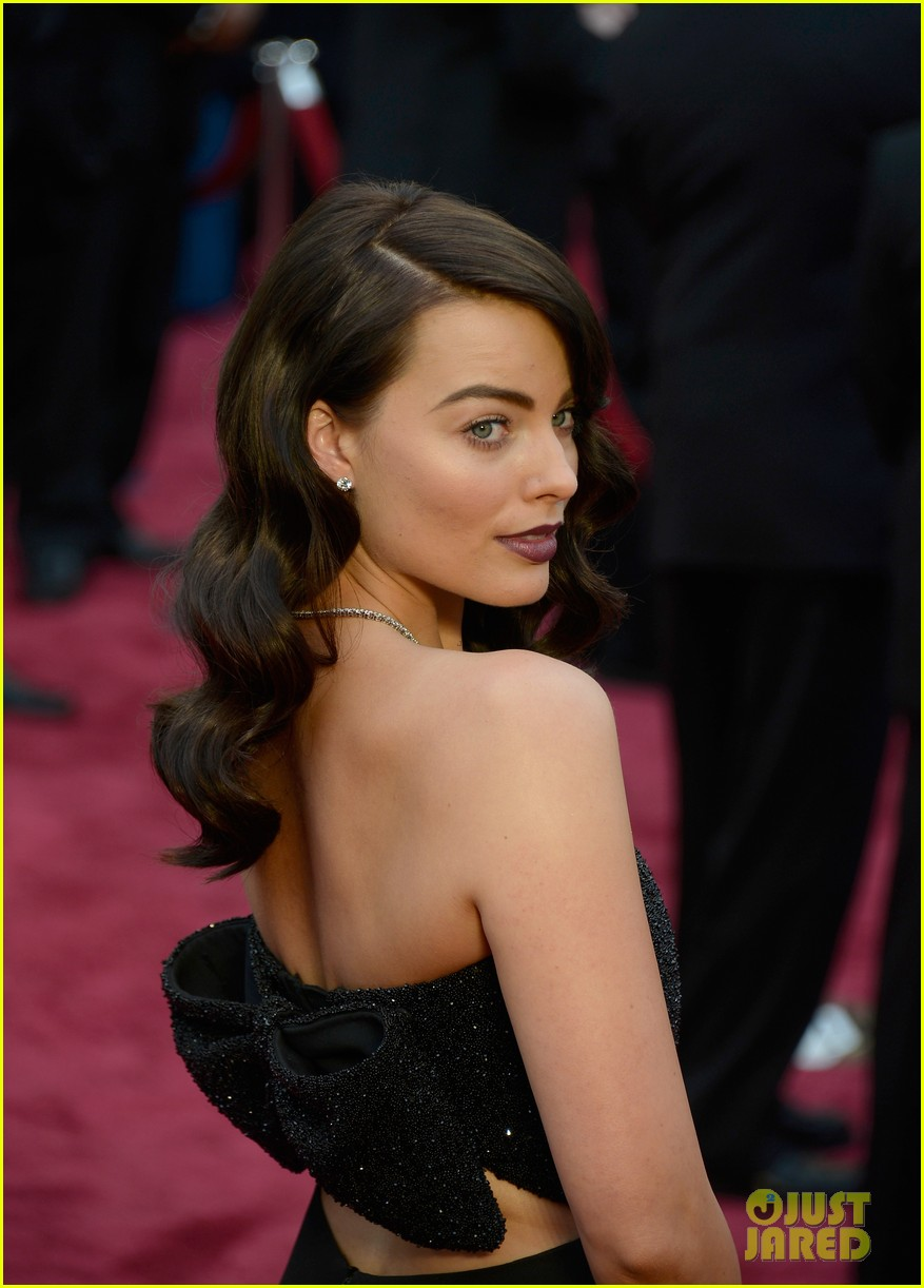 margot robbie debuts new brunette hair at oscars 2014 063064299
