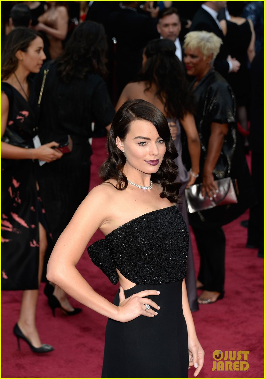 margot robbie debuts new brunette hair at oscars 2014 073064300