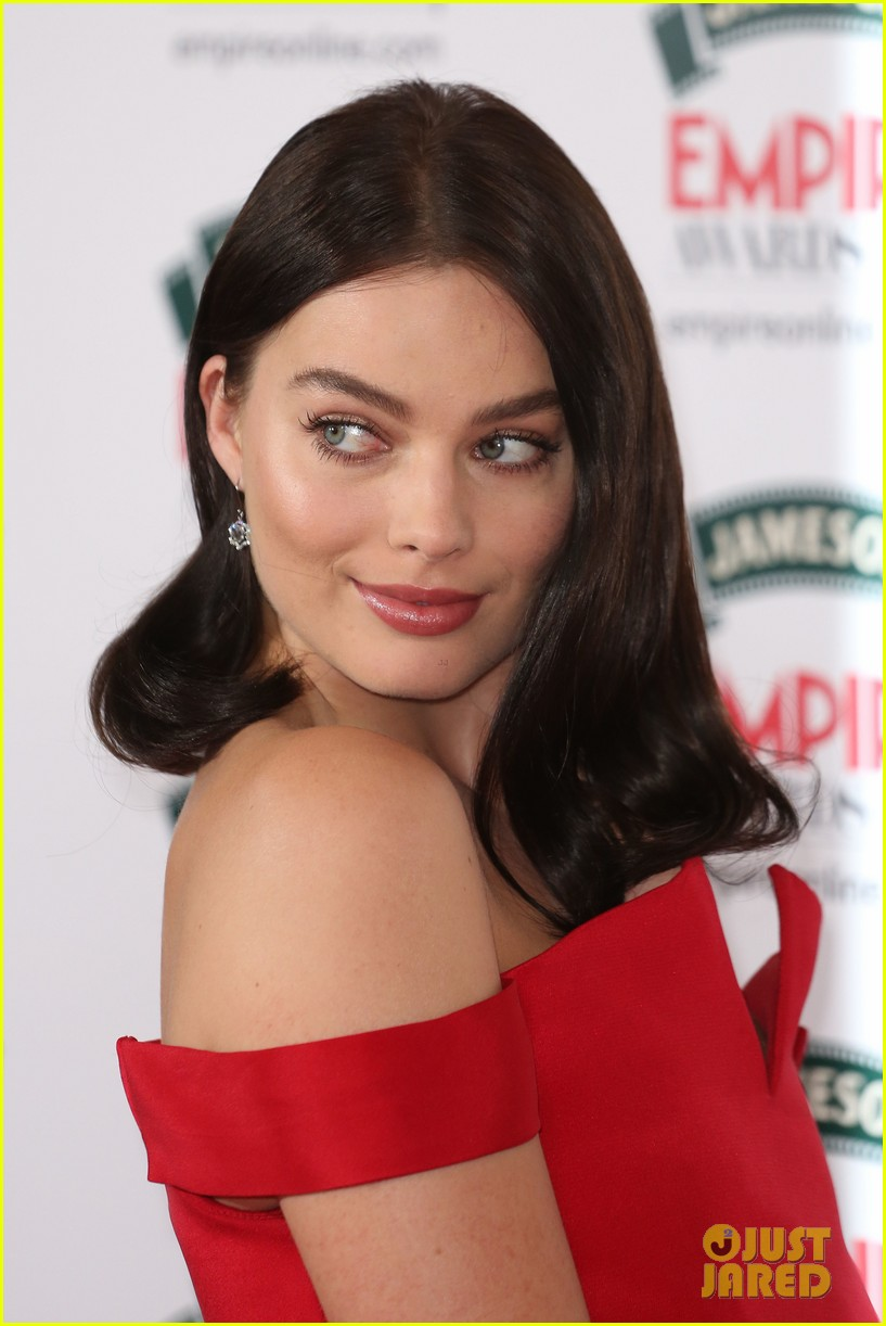 margot robbie is a stunner at the jameson empire awards 2014 063081800