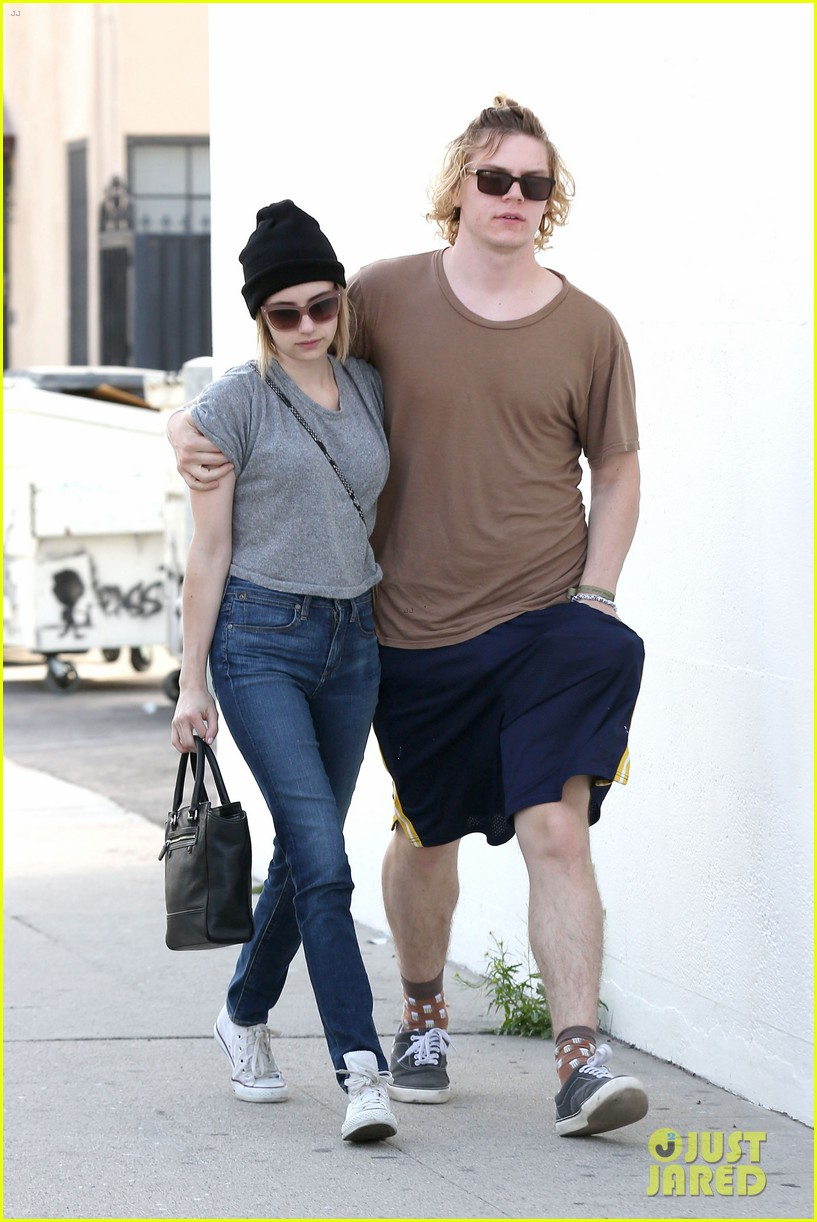 emma roberts evan peters cozy up after sunday lunch 063077460