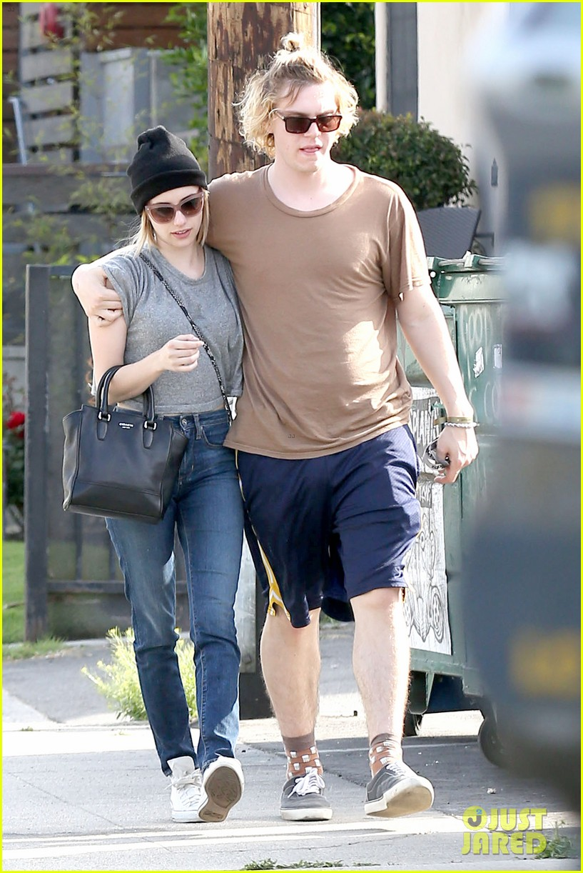emma roberts evan peters cozy up after sunday lunch 073077461
