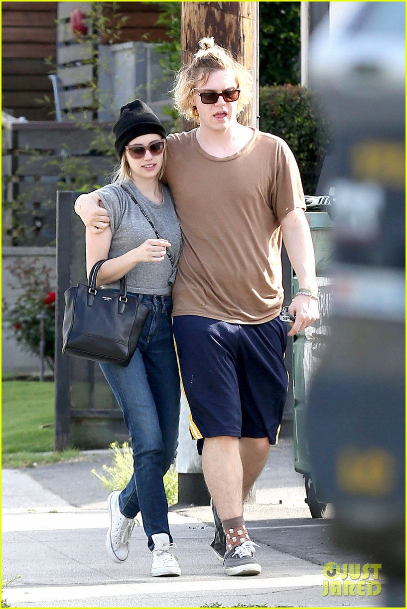 emma roberts evan peters cozy up after sunday lunch 083077462