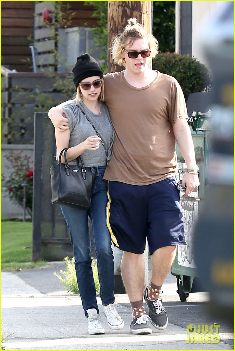 emma roberts evan peters cozy up after sunday lunch 093077463