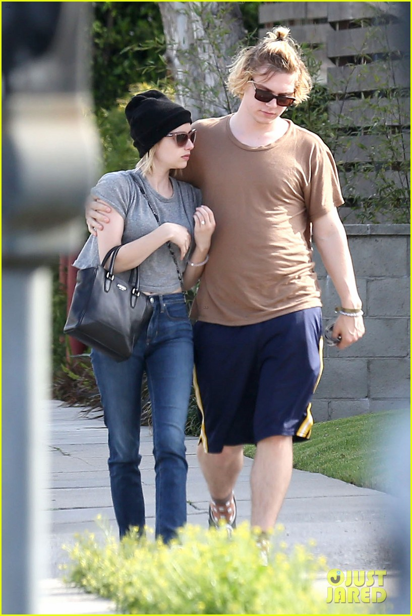emma roberts evan peters cozy up after sunday lunch 113077465