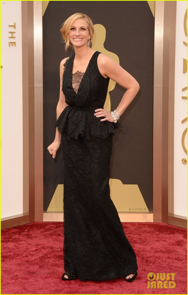 julia roberts oscars 2014 red carpet 023063903