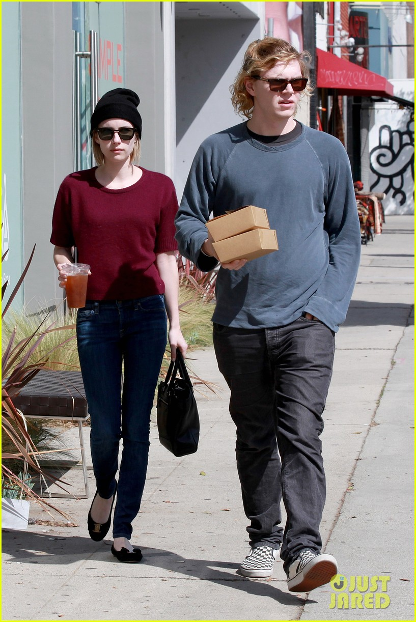 emma roberts engagement ring is the perfect accessory for outing with evan peters 013075972