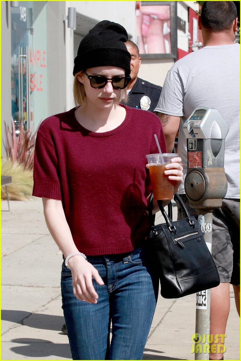 emma roberts engagement ring is the perfect accessory for outing with evan peters 04