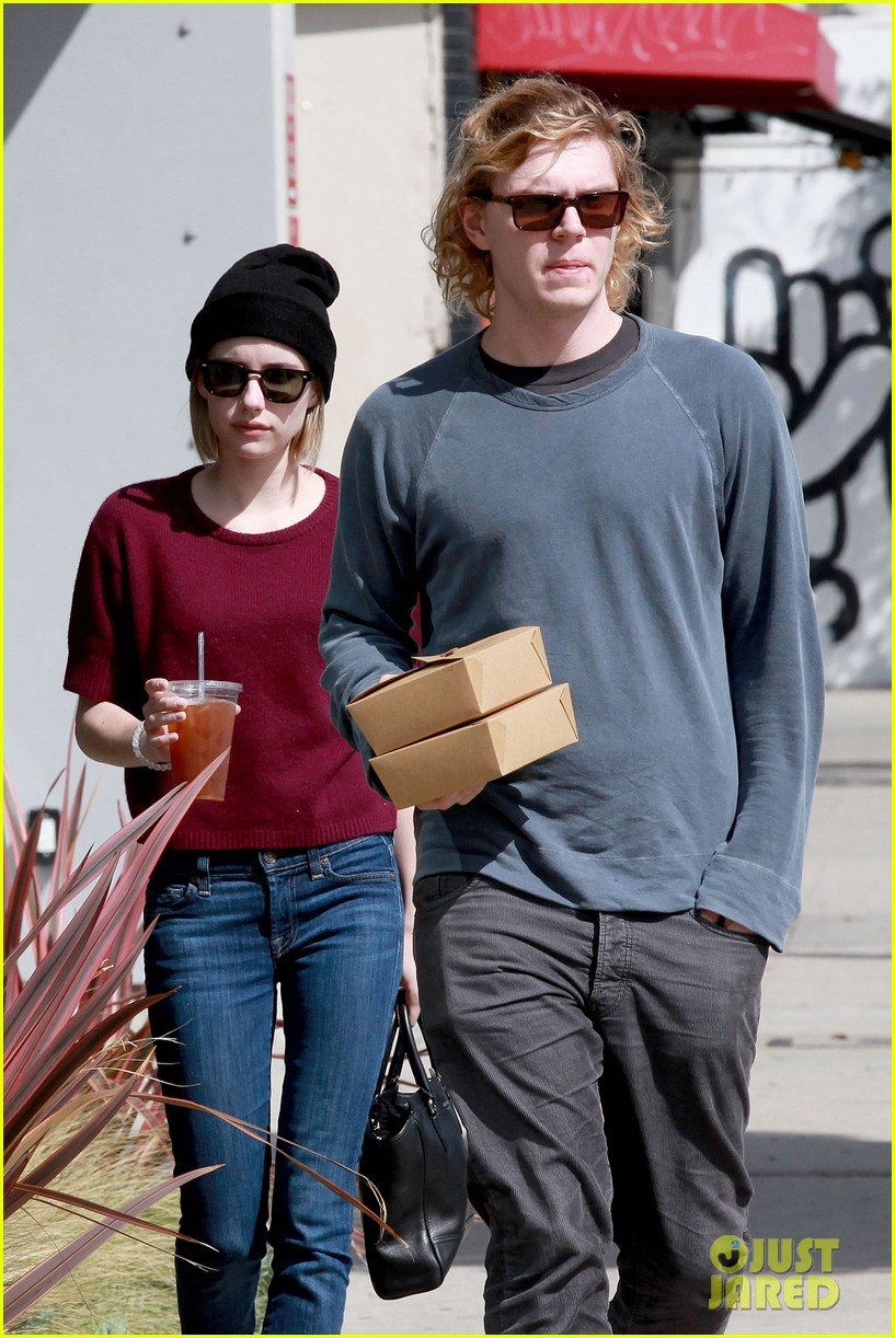 emma roberts engagement ring is the perfect accessory for outing with evan peters 063075977