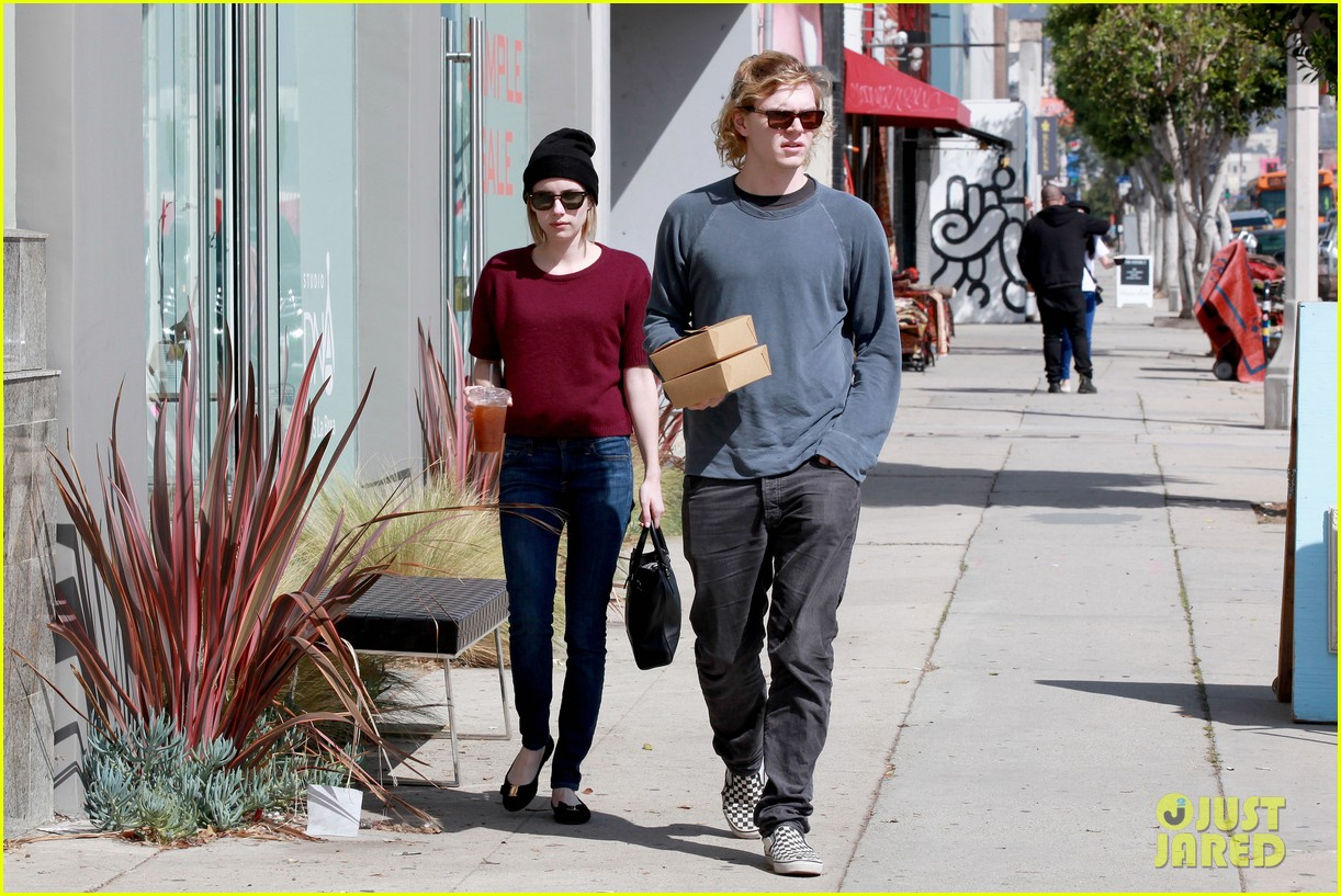 emma roberts engagement ring is the perfect accessory for outing with evan peters 083075979