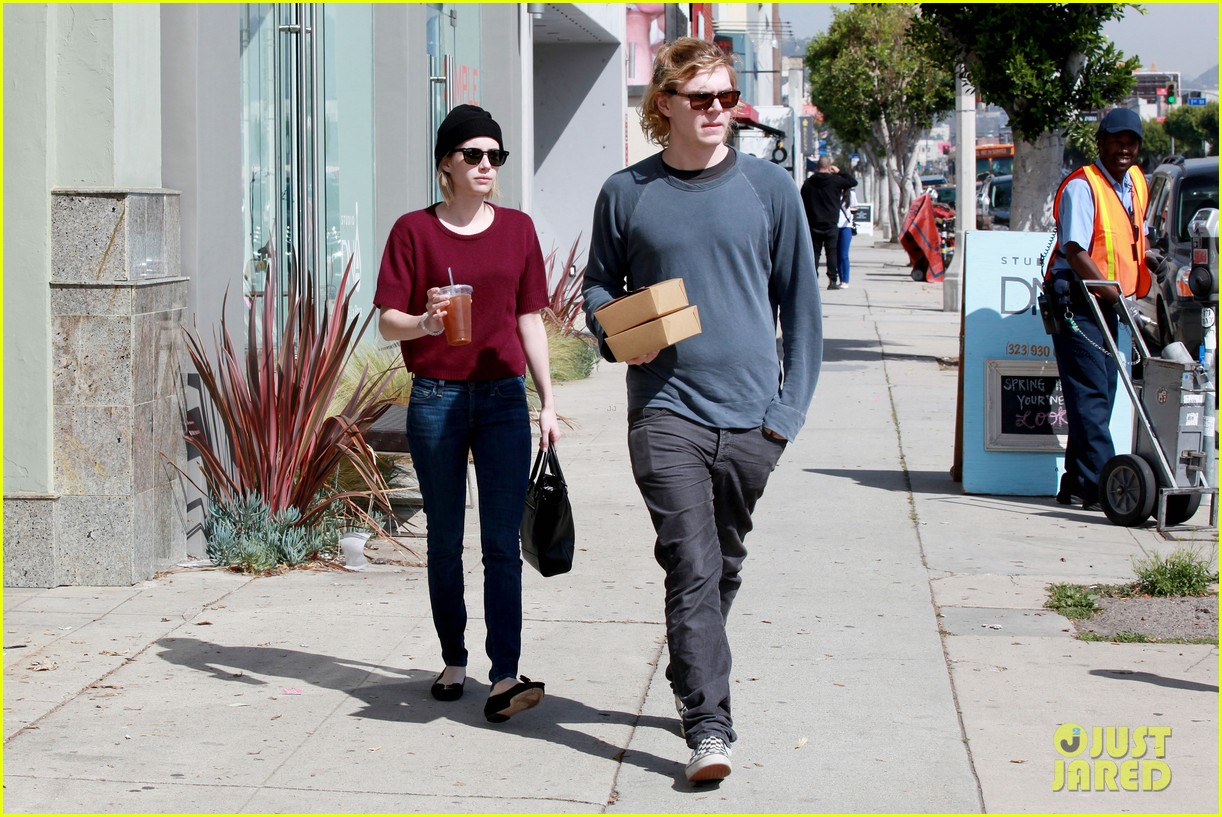 emma roberts engagement ring is the perfect accessory for outing with evan peters 123075983