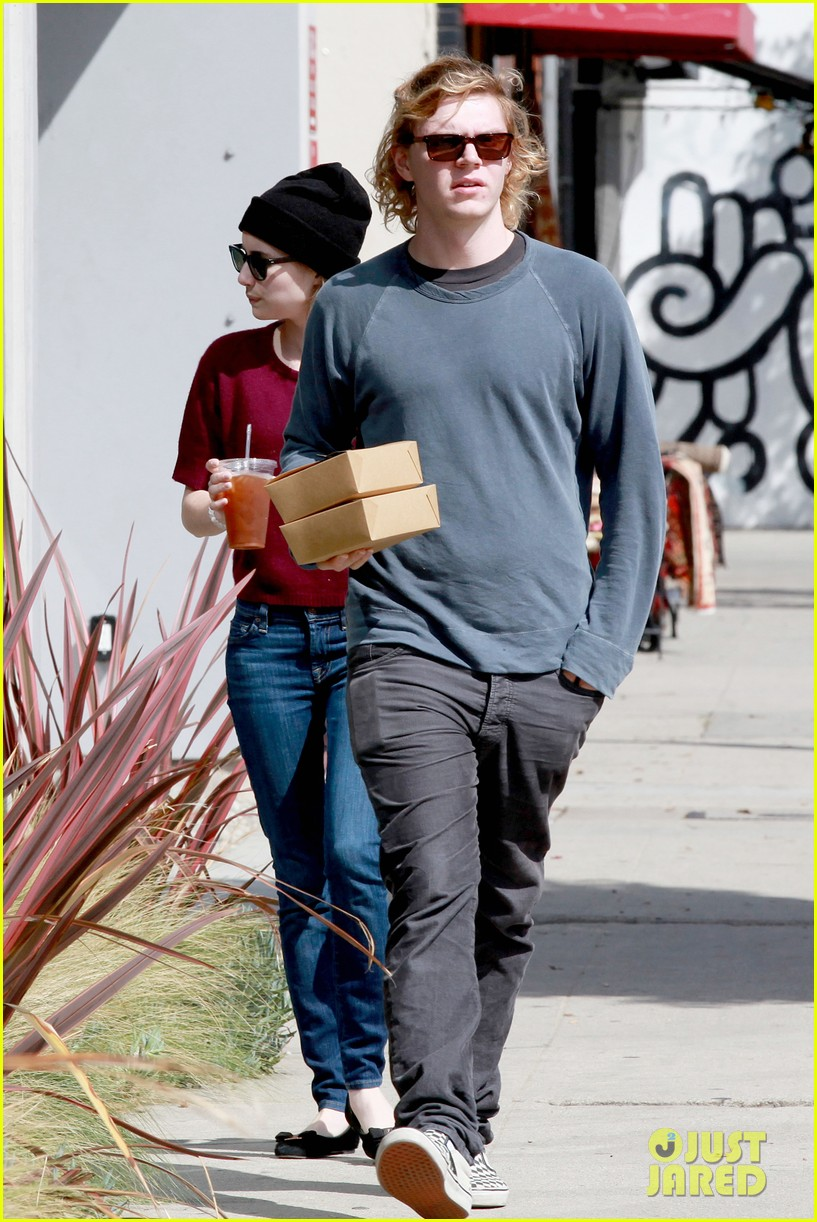 emma roberts engagement ring is the perfect accessory for outing with evan peters 183075989