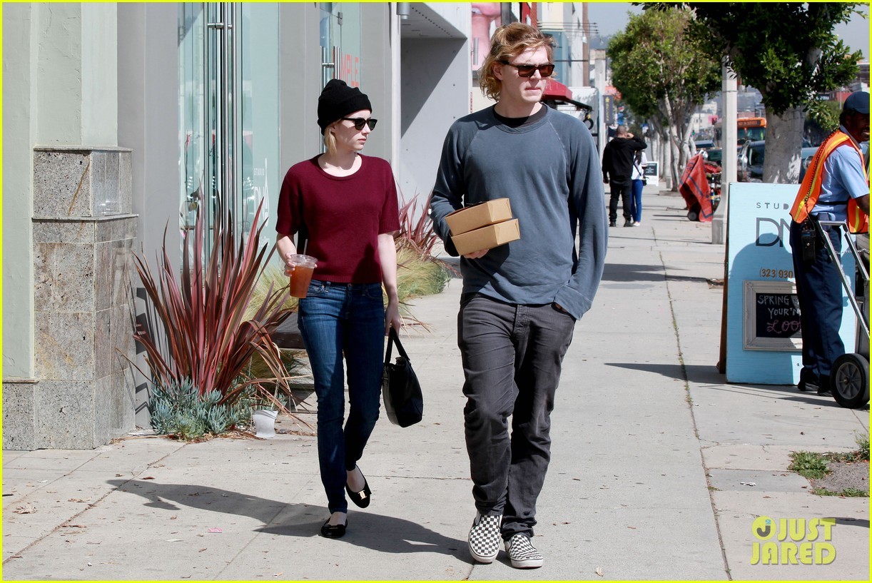 emma roberts engagement ring is the perfect accessory for outing with evan peters 203075991
