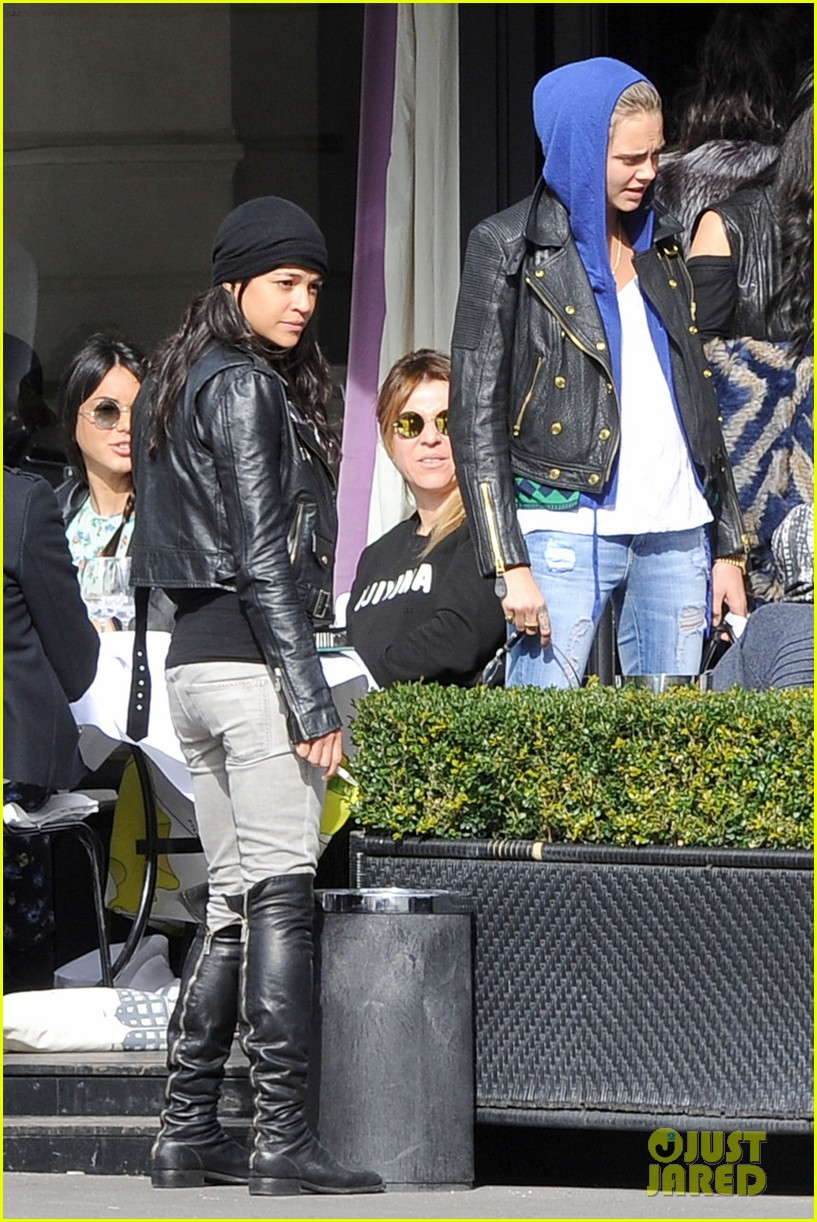 michelle rodriguez joins cara delevingne for paris fashion week fun 113065733