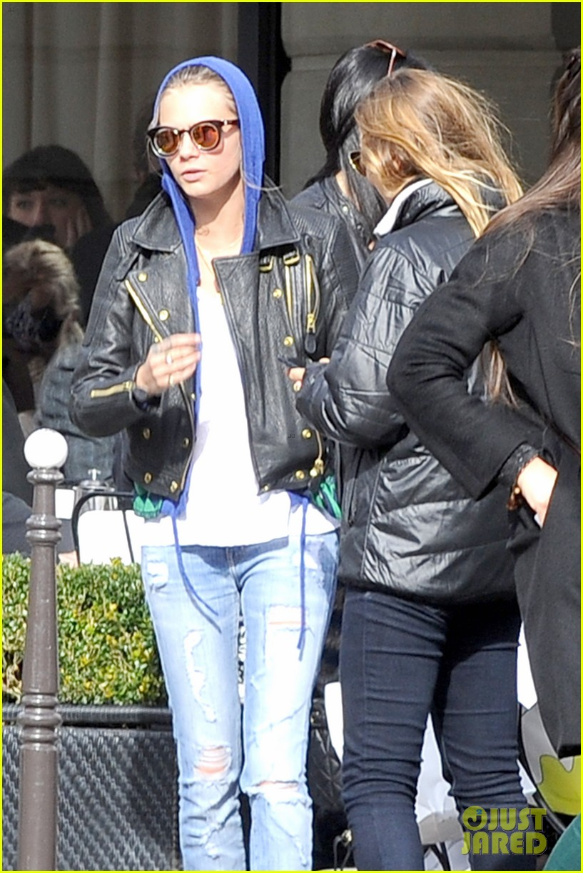 michelle rodriguez joins cara delevingne for paris fashion week fun 123065734