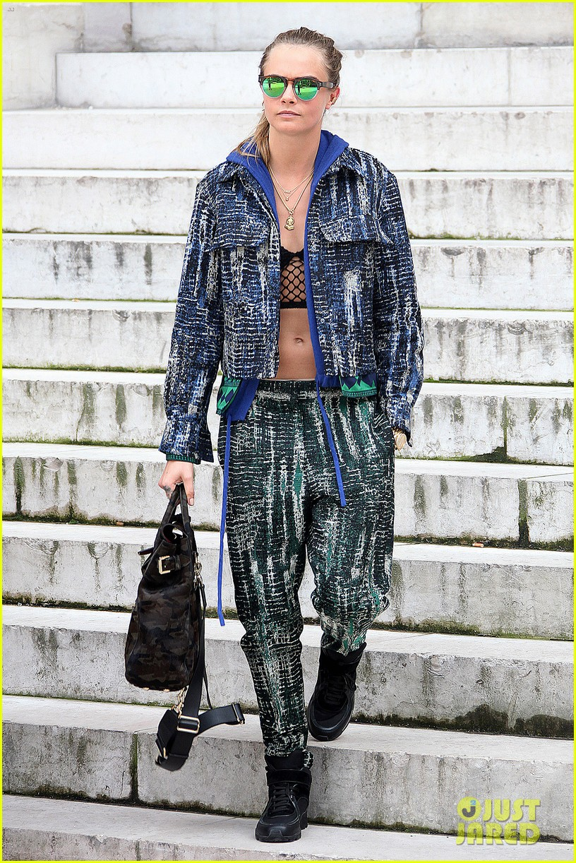 michelle rodriguez joins cara delevingne for paris fashion week fun 273065749