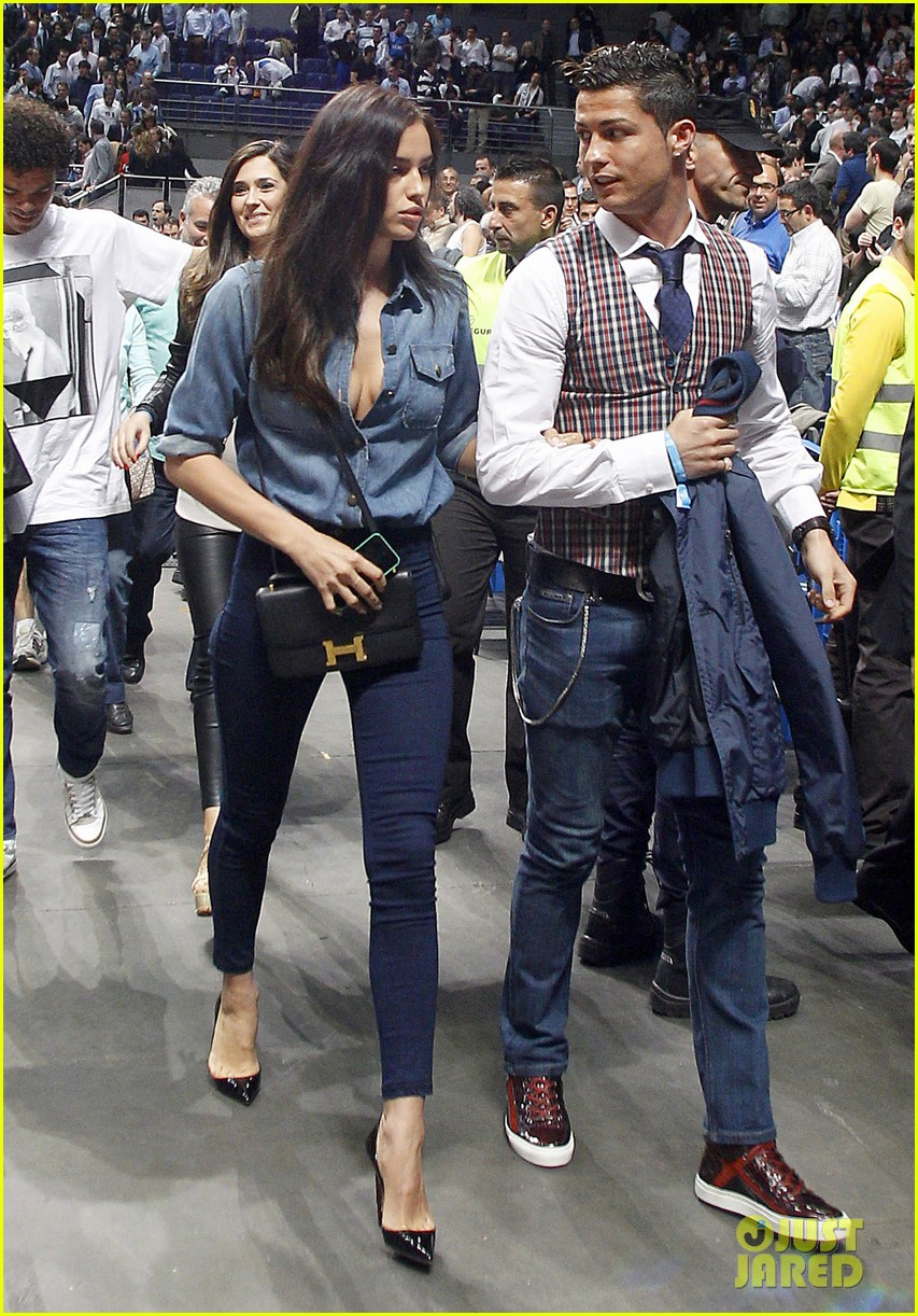 cristiano ronaldo irina shayk courtside couple 033075837
