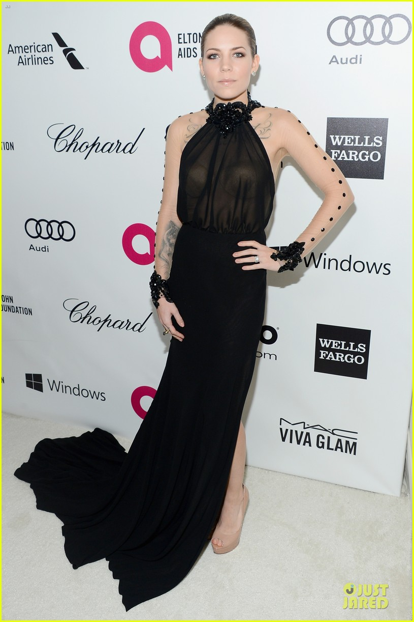 kelly rowland skylar grey heat up elton john oscars party with revealing dresses 053065012