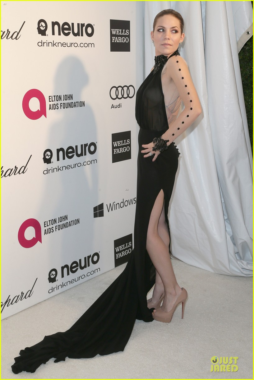 kelly rowland skylar grey heat up elton john oscars party with revealing dresses 073065014
