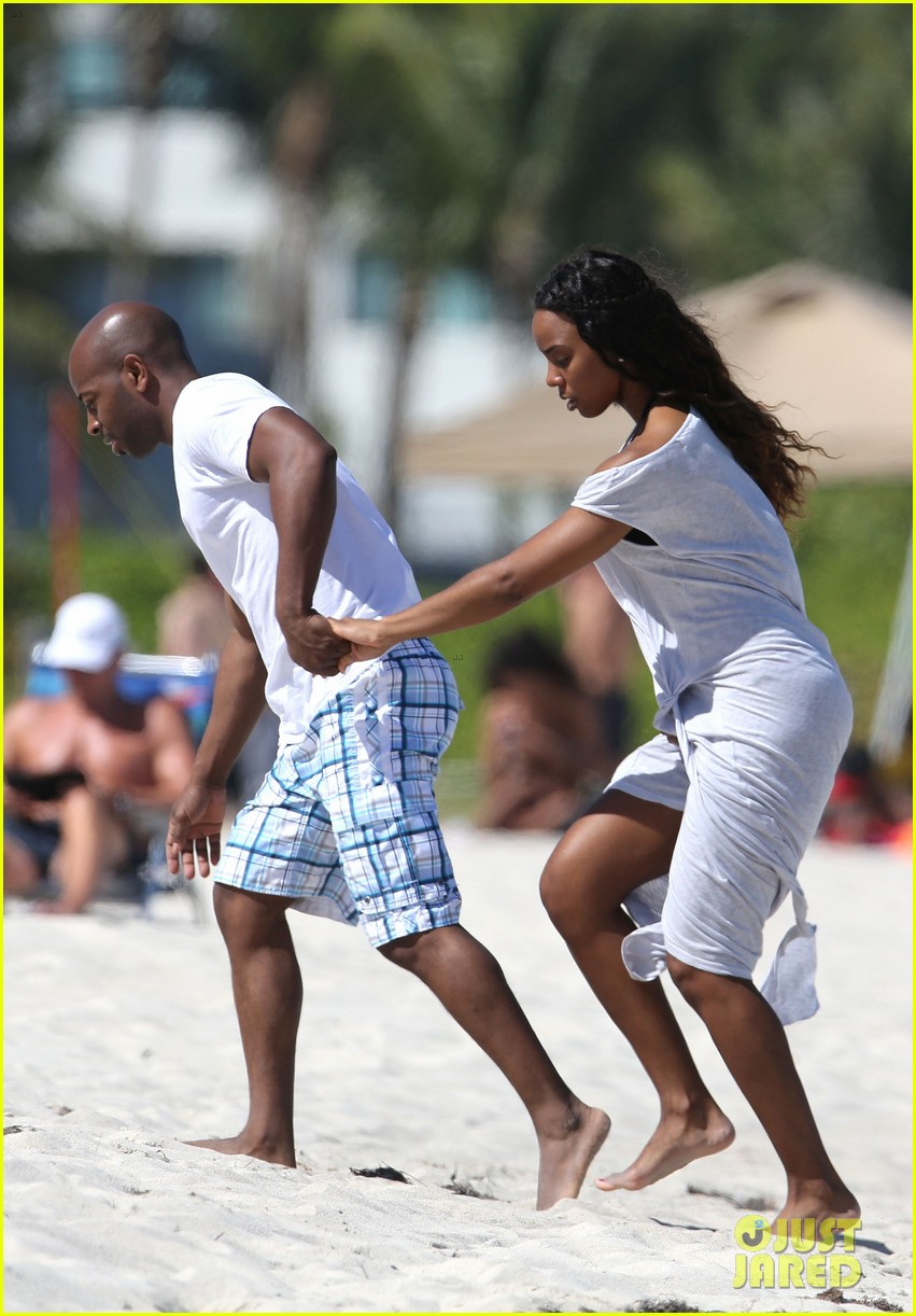 kelly rowland miami beach babe with fiance tim witherspoon 013073251