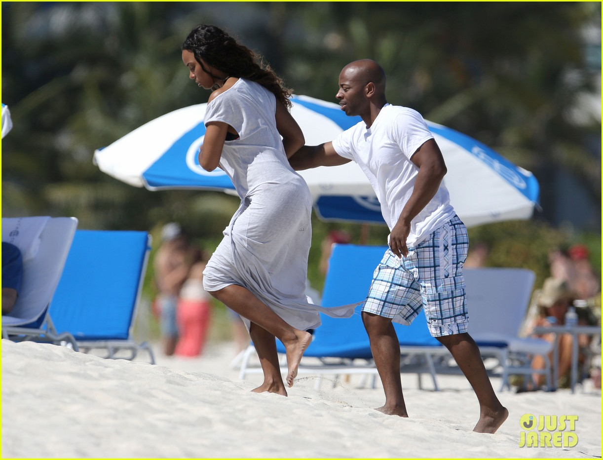 kelly rowland miami beach babe with fiance tim witherspoon 023073252