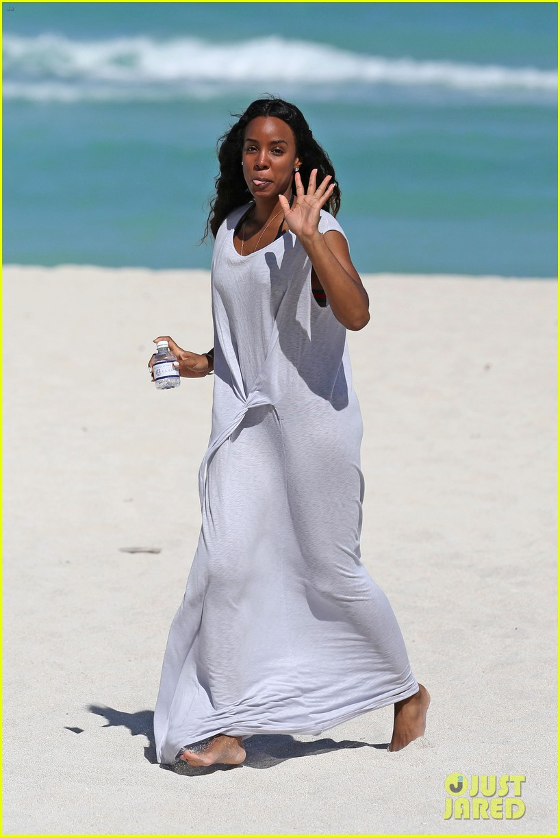 kelly rowland miami beach babe with fiance tim witherspoon 033073253