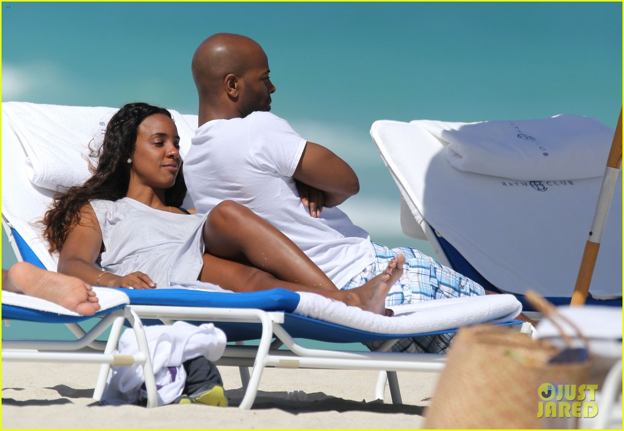 kelly rowland miami beach babe with fiance tim witherspoon 043073254