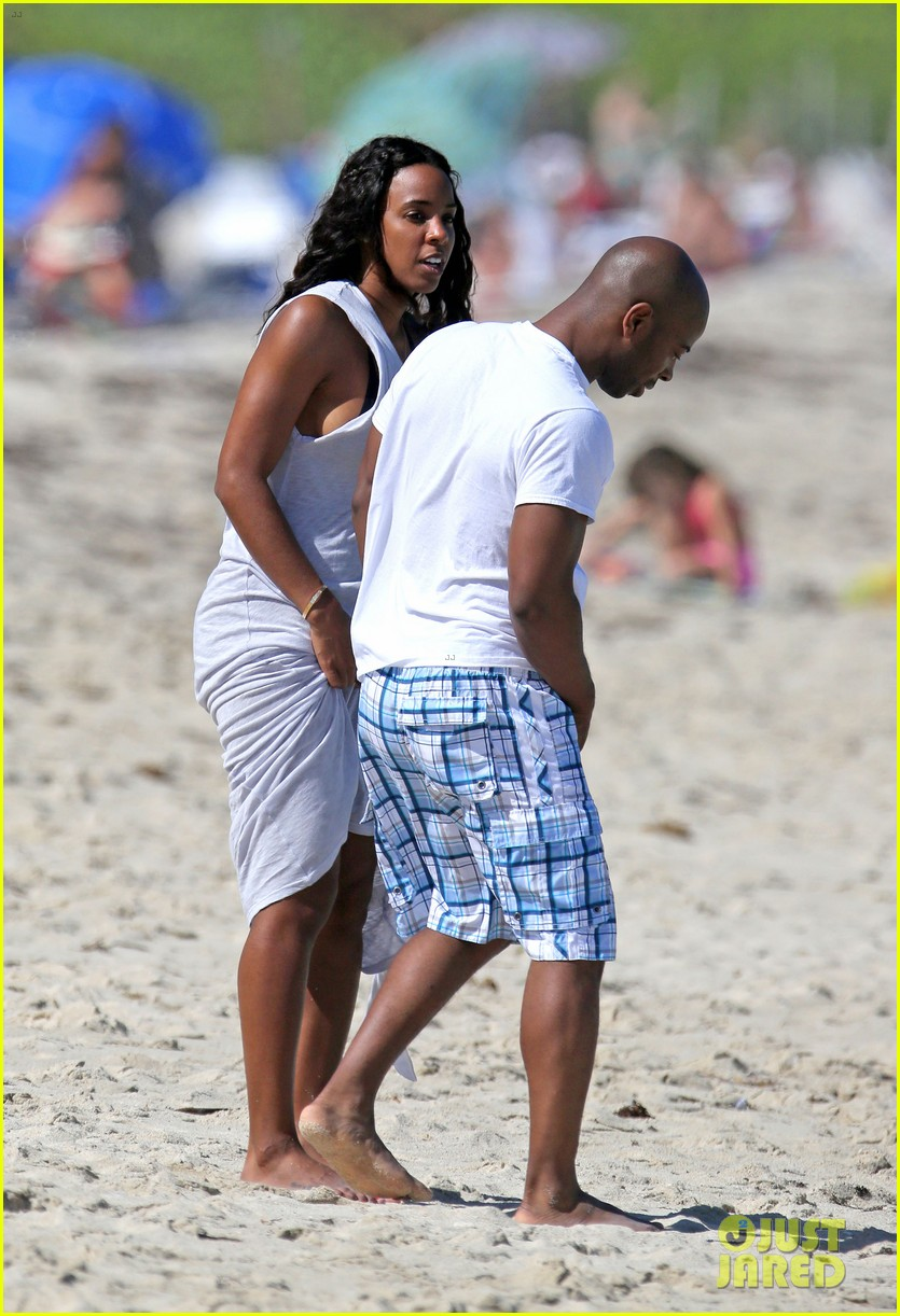 kelly rowland miami beach babe with fiance tim witherspoon 073073257