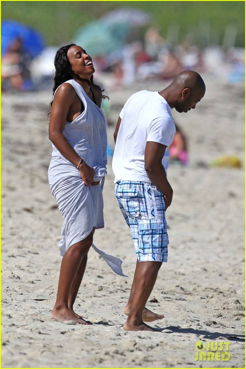 kelly rowland miami beach babe with fiance tim witherspoon 083073258