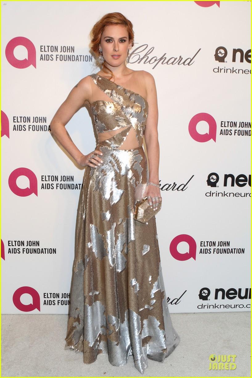 rumer willis stuns in metallic dress at elton john oscars party 2014 083064366