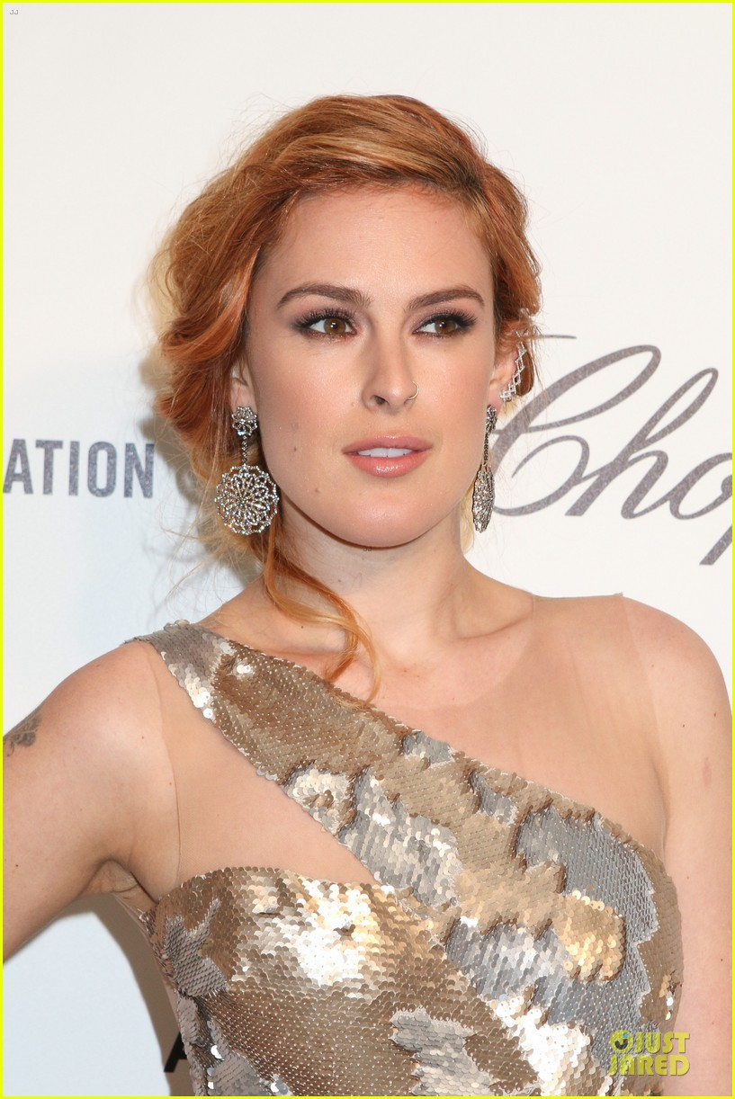 rumer willis stuns in metallic dress at elton john oscars party 2014 09