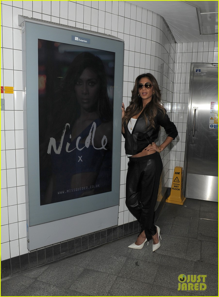 nicole scherzinger promotes new clothing line poses with her own advertisements 043074015