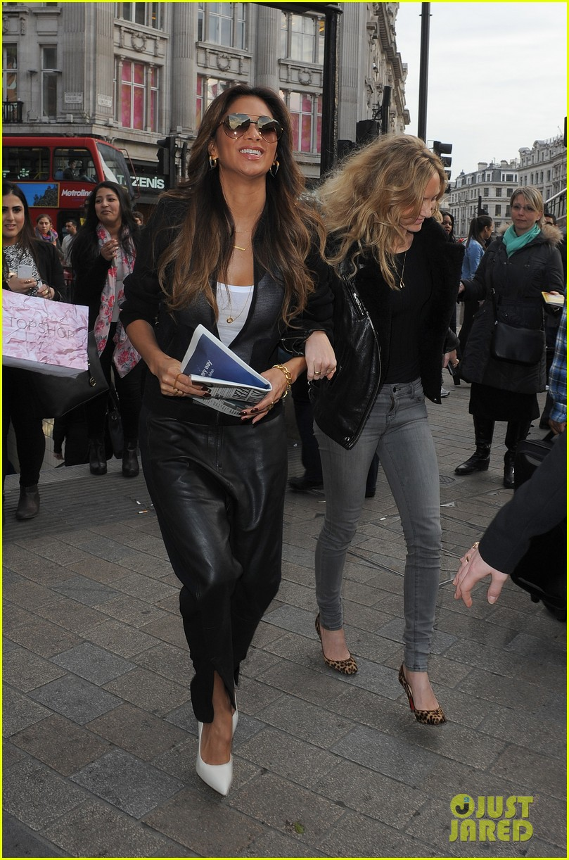nicole scherzinger promotes new clothing line poses with her own advertisements 07