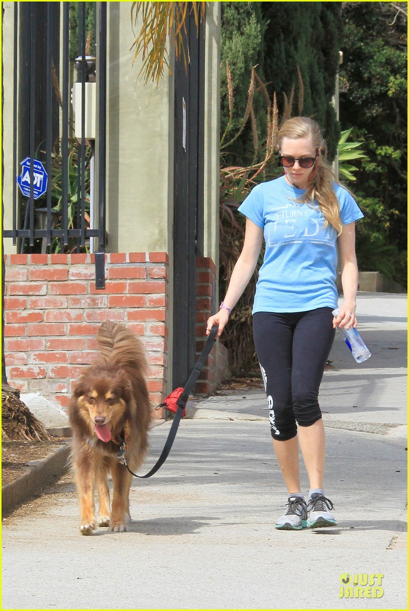 amanda seyfried finn enjoy healthy treadmill workout watch video now 013062620