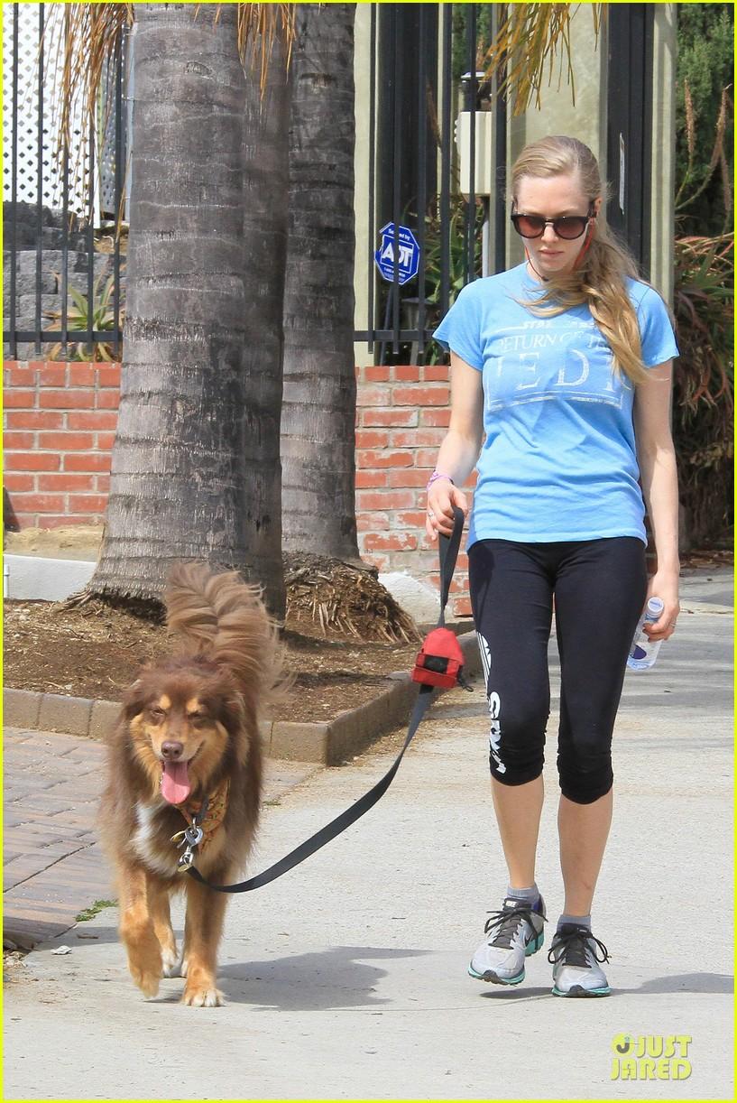 amanda seyfried finn enjoy healthy treadmill workout watch video now 033062622