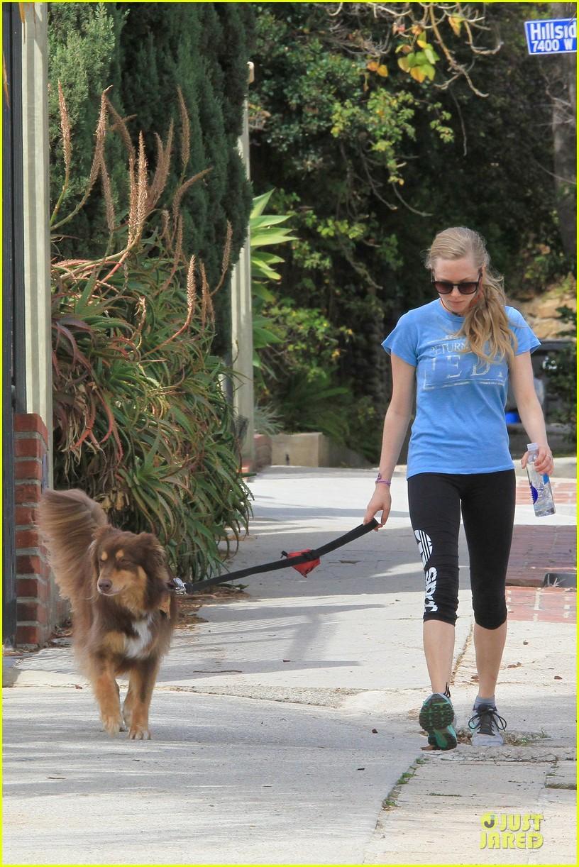 amanda seyfried finn enjoy healthy treadmill workout watch video now 043062623