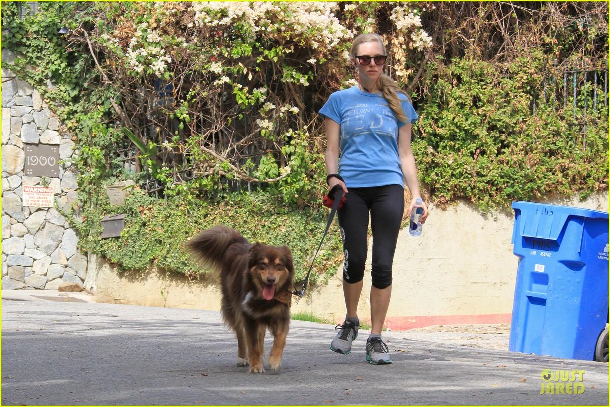 amanda seyfried finn enjoy healthy treadmill workout watch video now 073062626